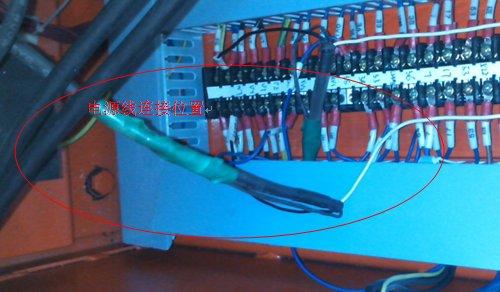 总结: 内部接线不规范,没有接地,电箱排布不合理,操作箱走线混乱